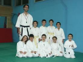 23 novembre 2007 – Foto con i bambini e con i ragazzi della Scuola Karate Italia di Alba Adriatica, dove ho fatto supplenza nelle settimane di novembre